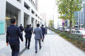 服装も日本のビジネス慣習